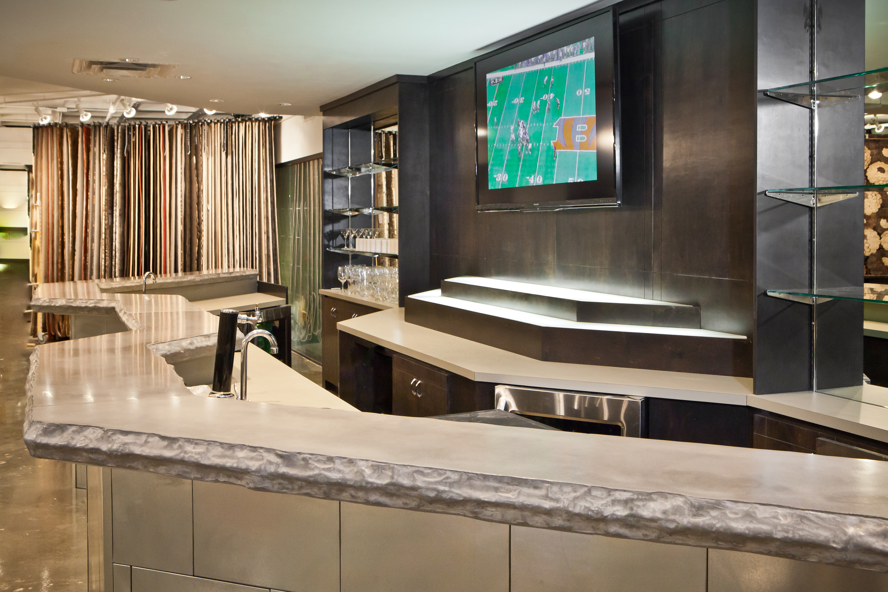 Image of: serpentine table top bar