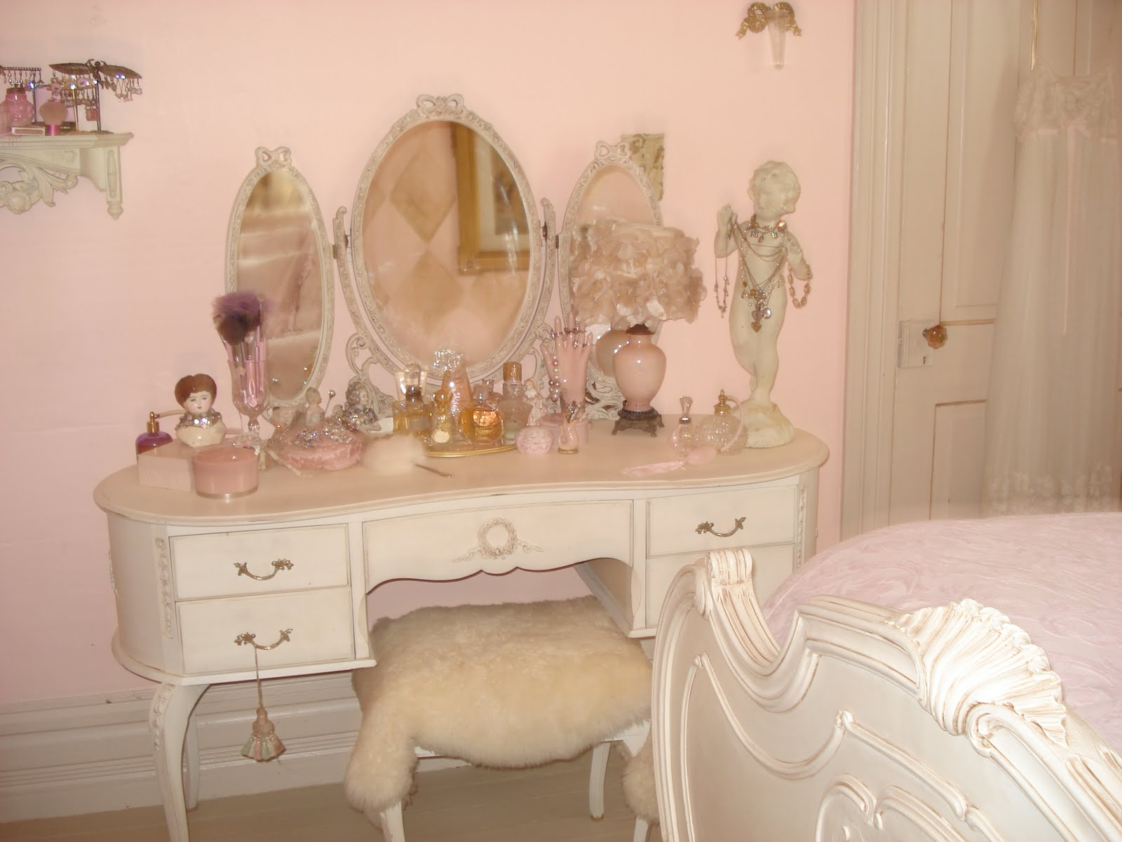 Image of: vanity dressing table with mirror