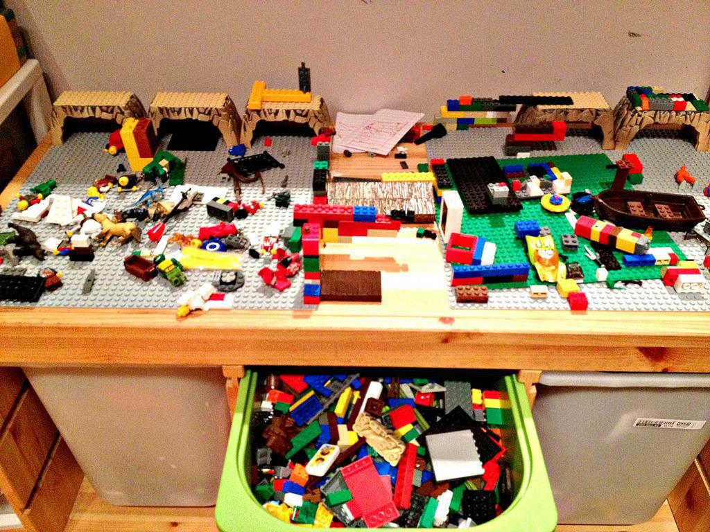 Image of: Diy Lego Table Plans