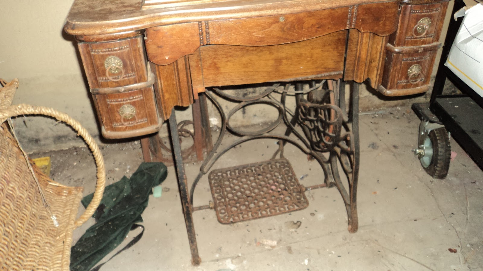 Image of: antique sewing table