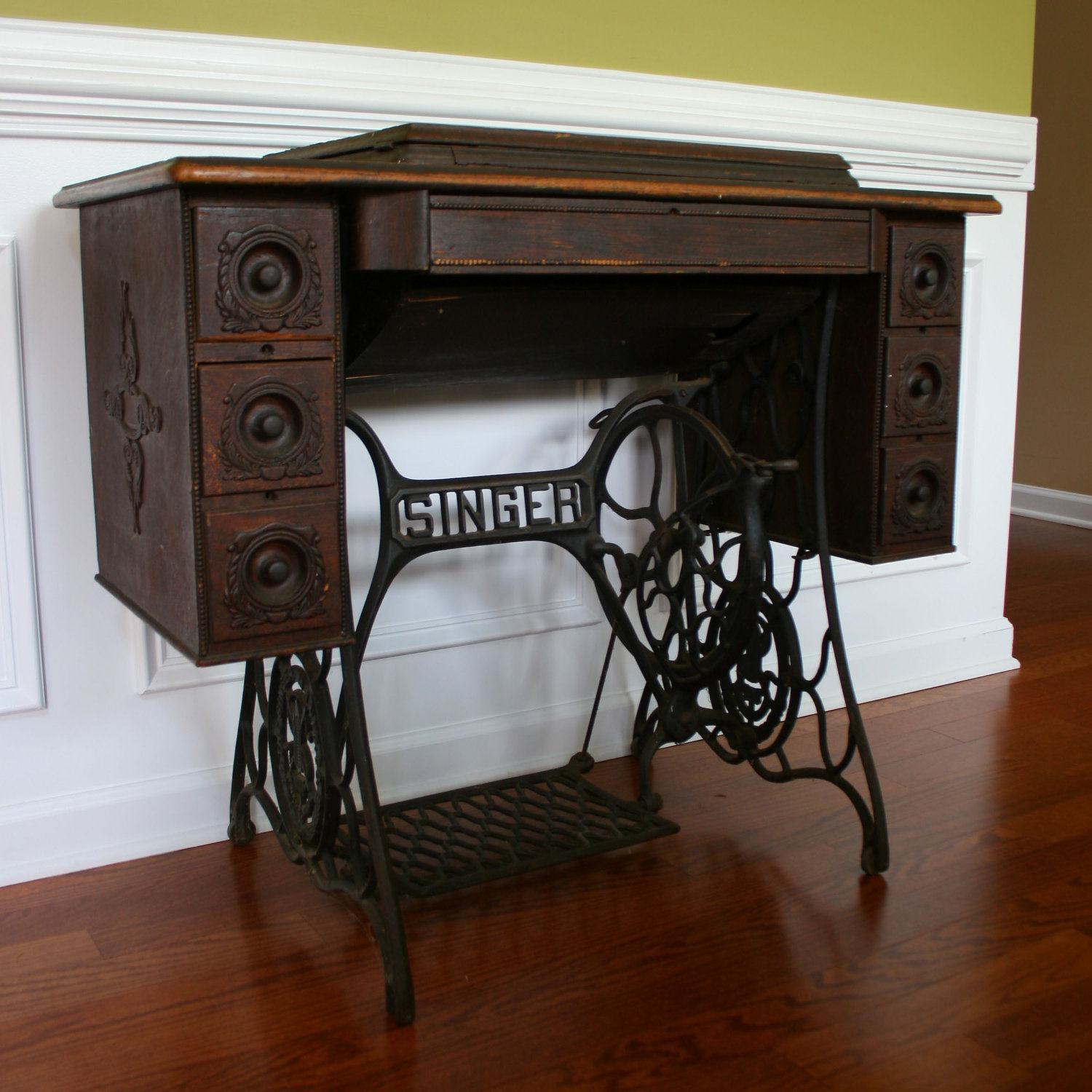 Image of: antique singer sewing machine table