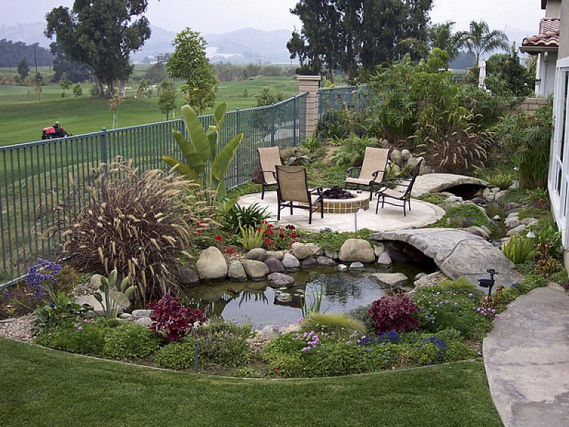 Image of: creative small backyard designs