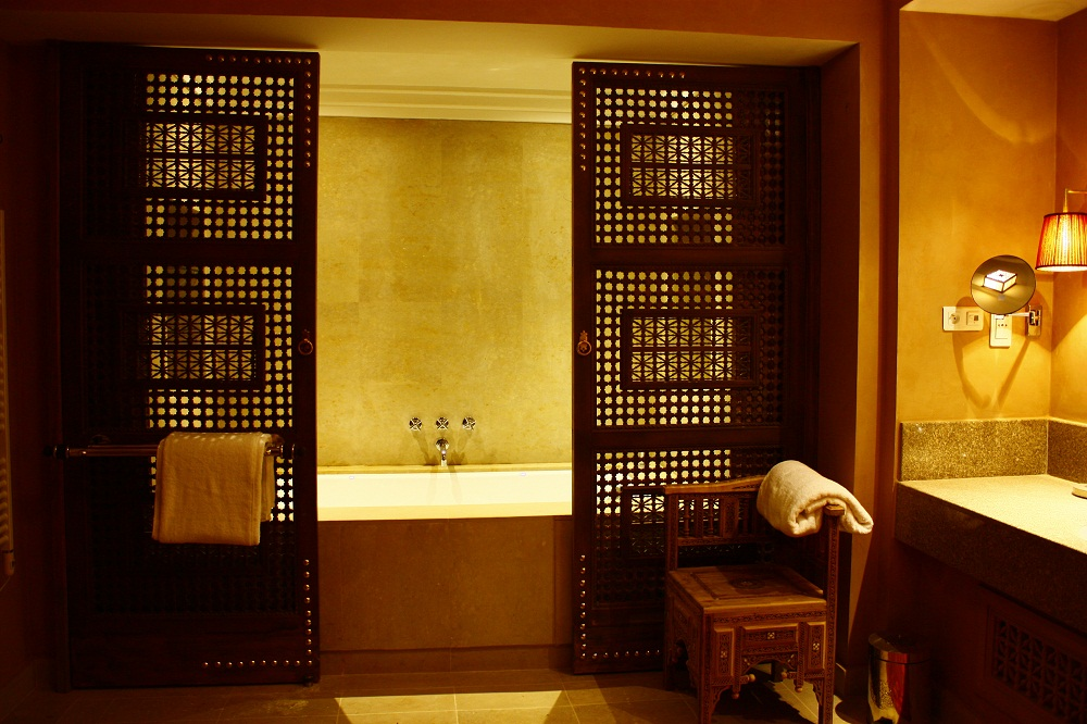 Image of: moroccan design bathroom