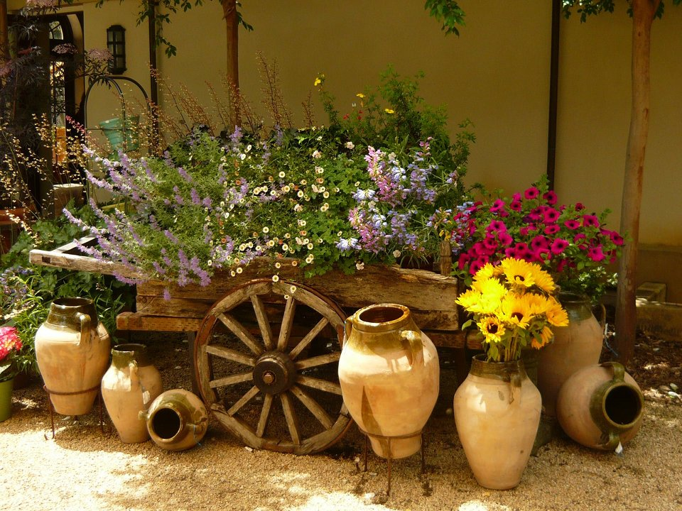 Image of: rustic garden decor ideas