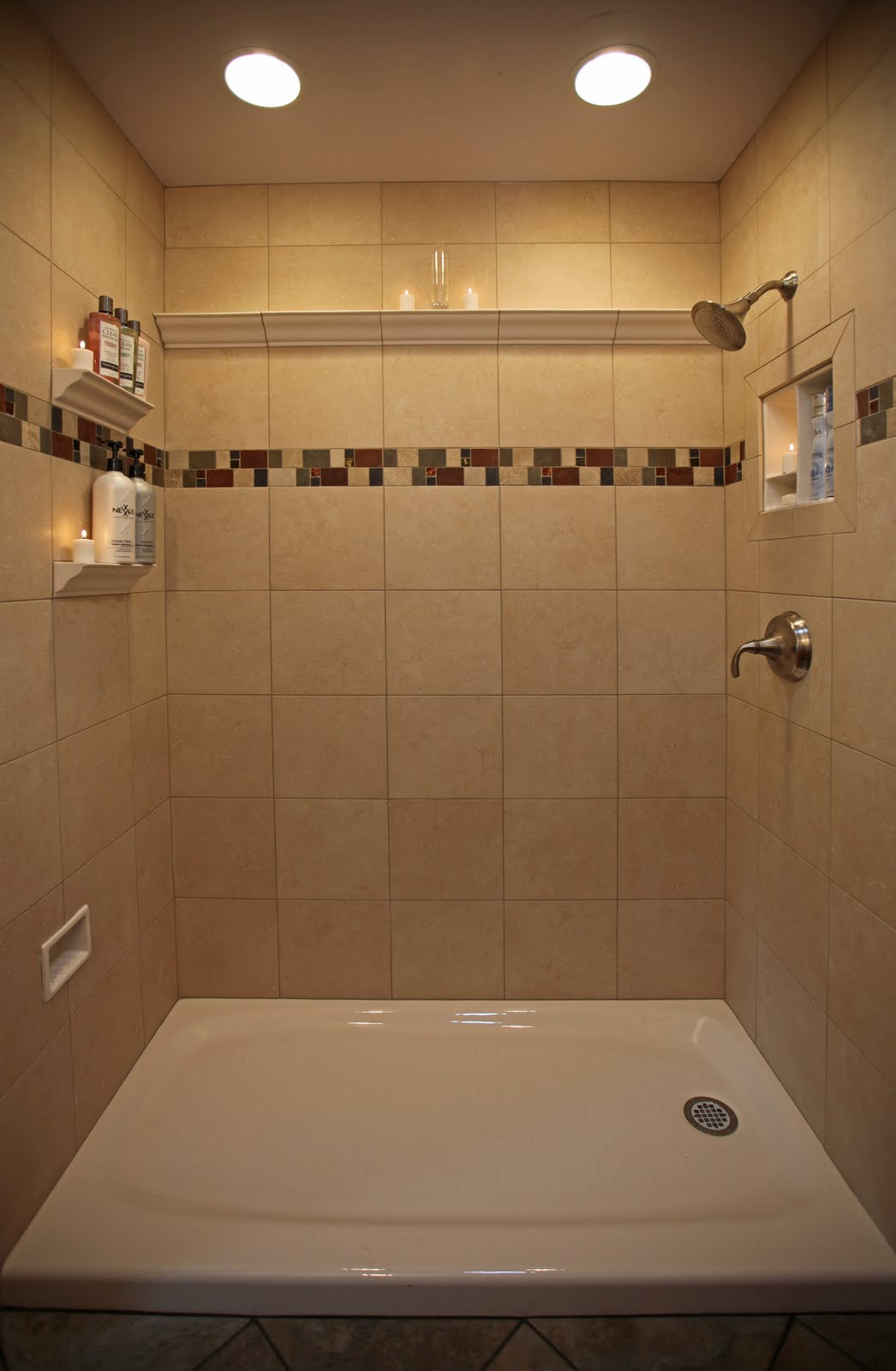 Image of: shower tile designs for small bathrooms