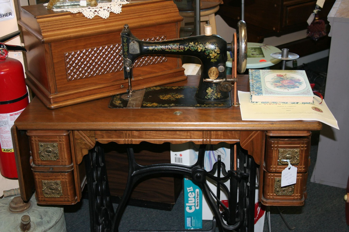 Image of: singer antique sewing machine table