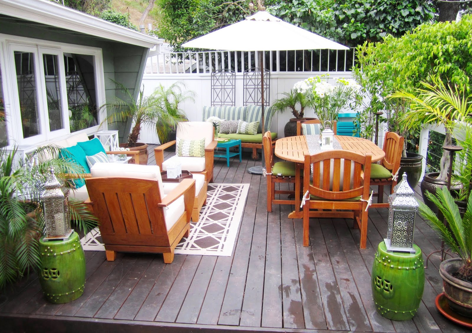 Image of: small outdoor area designs