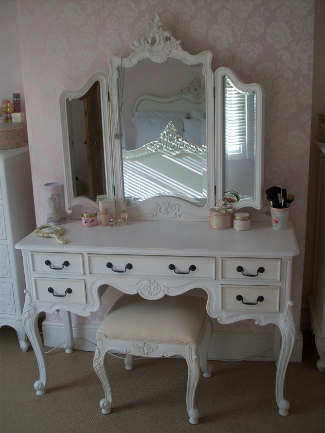 vanity tables with mirror